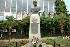 Памятник Амет хану Султану