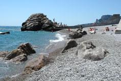 Алупка. Пляж у скалы Лягушка