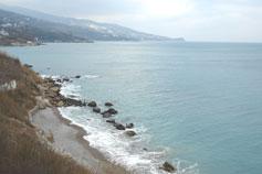 Крым. Алупка. Маленький пляж под остановкой Зелёный мыс