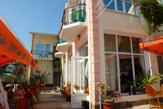 Гостиница на набережной Алушты