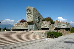 Алушта памятник Жертвам фашизма