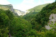 Вид на Большой каньон Крыма. Слева гора Ай-Петри справа Бойко