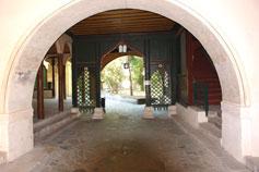 Бахчисарай. Ворота из Посольского дворика на Дворцовую площадь