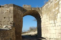 Чуфут-Кале. Средние ворота (Орта-Капу)