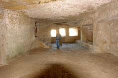 Чуфут-Кале. Искусственная пещера