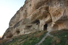 Пещеры в скале в окрестностях Бахчисарая