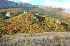 Вид на перевал Ат-Баш-Богаз и Ай-Петри