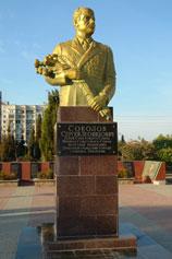 Евпатория. Памятник Соколову Сергею Леонидовичу в сквере его имени