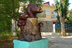 Евпатория. Архитектурная композиция медведи детского сказочного городка