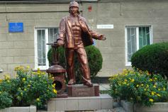 Евпатория. Памятник Водопроводчику, дающему жизнь