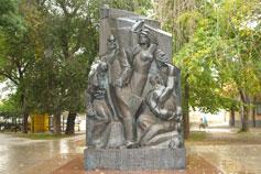 Евпатория. Памятник Коммунарам