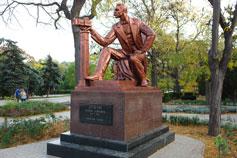Евпатория. Памятник Дувану С. Э.