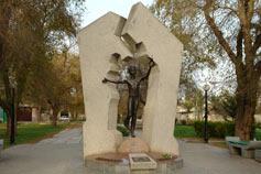Евпатория. Памятник жертвам Чернобыльской катастрофы
