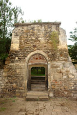 Фото древней Феодосии, вход в храм  св. Сергия 14 век