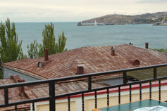 Вид из гостиницы на Феодосийский залив