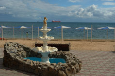Феодосия. Фонтан у Золотого пляжа