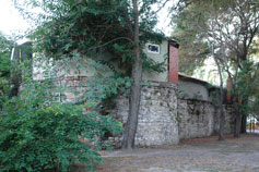 Феодосия. Ресторан на останках крепостных стен возле башни Святого Константина