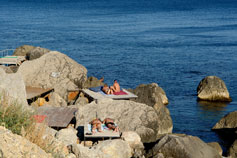 Форос, пляж на помостах