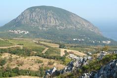 Крым, Краснокаменка, вид с Кизил-Таша на Аю-Даг и новый поселок Гурзуфа
