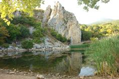 Крым, Краснокаменка, озеро у Кизил-Таша - Красного камня или Гелин-кая (греческая скала)