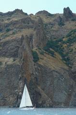 Парусная лодка у стены Лагорио