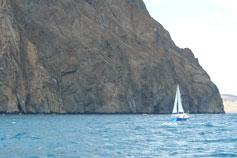 Крым. Парусная лодка у Карадага