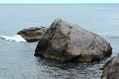 Береговое фото, морской пейзаж с камнями