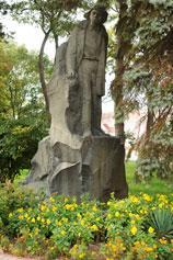 Керчь. Памятник Володе Дубинину