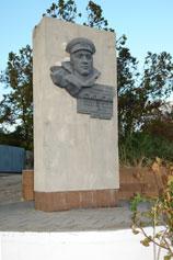 Керчь. Памятник Герою Советского Союза Николаю Ивановичу Сипягину, капитану третьего ранга