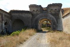 Крепость Керчь. Ворота в центральное укрепление (форт Тотлебен) и примыкающие к ним казармы