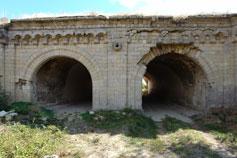 Крепостные ворота соединительного фронта Ак-Бурунского укрепления (вид изнутри)