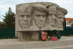 Коктебель. Набережная. Памятник воинам-участникам героического десанта в декабре 1941, павшим за Крымскую землю в годы Великой Отечественной войны