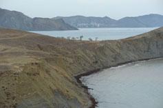 Мыс Хамелеон. Мертвая бухта и подальше Тихая бухта с видом на Орджоникидзе