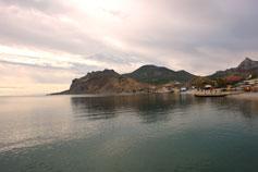 Вид на Карадаг и пляж Коктебеля