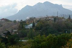 Курортное. Вид на метеостанцию и Эчки-Даг Козью гору