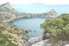 Вид на мыс Капчик и бухту Разбойничья (Синяя)