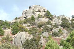 Скальный хаос на вершине горы Караул-Оба