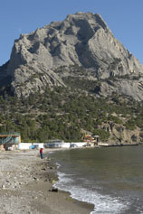 Вид с Новосветовского пляжа на гору Сокол
