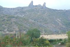 Чатал-Кая - рогатая скала в долине села Веселое (Судакский регион)