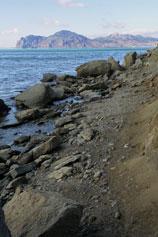 Орджоникидзе. Море. Дикий пляж, вид на Кара-даг