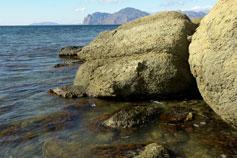 Орджоникидзе. Прибрежные камни