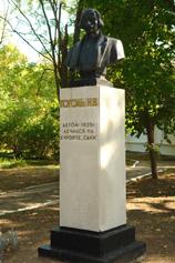 Фото памятника Гоголю в Саках