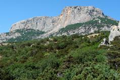 Горы над мысом Сарыч, обвал