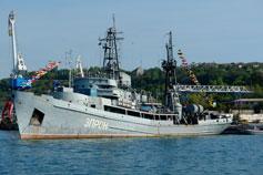 Севастополь. Корабельная бухта. Корабль Эпрон