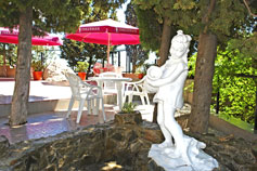 Симеиз гостиница Чайка дворик, бронирование жилья