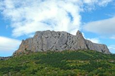 Гора Парсук-Кая над дорогой в Солнечную Долину