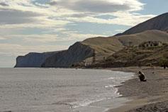 Пляж Солнечной Долины. Вид на гору Слон и мыс Толстый