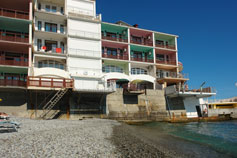 Ялта  - отель Divo, балкон над морем и пляжем