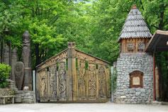 Вход в музей Поляну Сказок