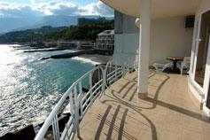 Ялта - отель Яхт-Клуб, вид с балкона на море и пляж